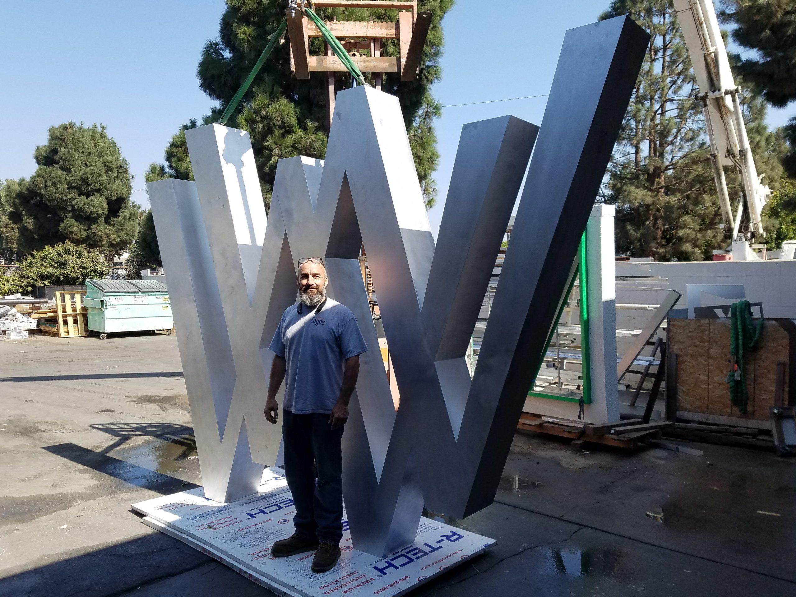 Wagon Wheel Landmark Sign